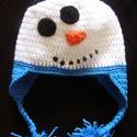 Hóemberes gyerek sapka, Baba-mama-gyerek, Ruha, divat, cipő, Baba-mama kellék, Kendő, sál, sapka, kesztyű, Jön a tél, jönnek a hóemberek. :) Hóemberes horgolt gyerek sapka, a fején kis fekete kalappal...., Meska