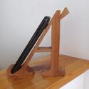 """mobiltartó """"Á"""" betűvel, Otthon & lakás, Lakberendezés, Tárolóeszköz, Dekoráció, Polcra, éjjeli szekrényre, kis asztalra helyezhető, """"Á"""" betű formájú asztali mobiltartó.  Anyaga: 28..., Meska"""