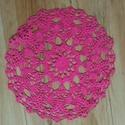 34 cm-es horgolt terítő kör alakú pink színű, Dekoráció, Dísz, Textil, Pink színű fonalból horgoltam ezt a különleges  34 cm-es kör alakú terítőt., Meska