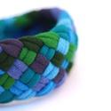 TRIBEQUA - textil karkötő, kék/mohazöld, Textilkarkötő élénk színekben, lágy vonalakk...
