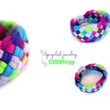 TRIBEQUA - textil karkötő, szürke/lila/pink/neonzöld, Textilkarkötő élénk színekben, lágy vonalakk...