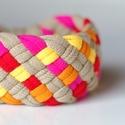 TRIBEQUA - textil karkötő, drapp/pink/narancs/napsárga, Ékszer, óra, Karkötő, Textilkarkötő élénk színekben, lágy vonalakkal.  Hosssza kb 17-18 cm, de ha rendeléskor megadod a cs..., Meska
