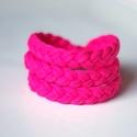 BASIC - fonott textil karkötő, pink, Ékszer, óra, Karkötő, Textilkarkötő élénk színben, lágy vonalakkal.  Hosssza kb 17-18 cm, de ha rendeléskor megadod a csuk..., Meska