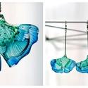 Plabodot GINKGO fülbevaló - zöld/kék, Ékszer, Fülbevaló, Ékszerkészítés, Újrahasznosított alapanyagból készült termékek, PET palackból kézzel készített és festett PLABODOT GInkgo fülbevaló nikkelmentes szerelékkel. Kb 5*..., Meska
