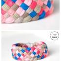 TRIBEQUA - textil karkötő, drapp/kék/lazac, Ékszer, Karkötő, Textilkarkötő élénk színekben, lágy vonalakkal.  Hosssza kb 18-19 cm. Szélessége 3 cm.  Kérhető más ..., Meska