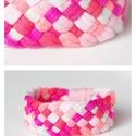 TRIBEQUA - textil karkötő, pink/beige/lazac, Ékszer, Karkötő, Textilkarkötő élénk színekben, lágy vonalakkal.  Hosssza kb 18-19 cm. Szélessége 3 cm.  Kérhető más ..., Meska