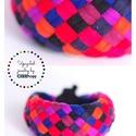 TRIBEQUA - textil karkötő,  lila/piros, Ékszer, Karkötő, Textilkarkötő élénk színekben, lágy vonalakkal.  Hosssza kb 17-18 cm. Szélessége 3 cm.  Kérhető más ..., Meska
