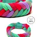 FISHBONE- textil karkötő, piros/zöld, Ékszer, Karkötő, Textilkarkötő élénk színekben, lágy vonalakkal.  Kb 17-18 cm-es csuklóra készült. Szélessége 2 cm.  ..., Meska
