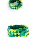 TRIBEQUA - textil karkötő, sárga/zöld, Textilkarkötő élénk színekben, lágy vonalakk...