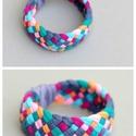 TRIBEQUA - textil karkötő, acélkék/narancs/rózsaszín/smaragd, Textilkarkötő puha, fonott kivitelben, nyári sz...