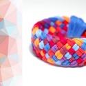TRIBEQUA - textil karkötő, narancs/piros/kék, Ékszer, Karkötő, Textilkarkötő puha, fonott kivitelben.  Hossza kb 17-19cm. Szélessége kb 2,5 cm.  Kérhető más színko..., Meska