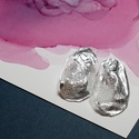 Plabodot Szirén bedugós fülbevaló - ezüst, ovális, Ékszer, Fülbevaló, Kb 3*5cm-es, bedugós, pillesúlyú, PETpalack fülbevaló pöttyözött mintázattal, selymes fényű, ezüst f..., Meska