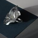 Plabodot RINGRING gyűrű - ezüst, Ékszer, Gyűrű, Kb 4,5 cm átmérőjű, virág alakú, pillesúlyú, PETpalack-szirmokból készült gyűrű mintázva, kézzel kés..., Meska