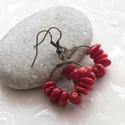 Korall - bronz fülbevaló, Ékszer, Esküvő, Fülbevaló, Nagyszemű korall darabokból, és bronz színű karika alapra készült fülbevaló.  Teljes hossza 4,1 cm. ..., Meska