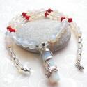 Sárkánycsók... opalit - korall nyaklánc, Ékszer, Nyaklánc, Egy különleges 45 * 13 mm-es sárkányos opalit medálhoz fűztem ezt a nyakláncot, 6 és 8 mm-es opalit ..., Meska