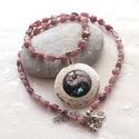 Rózsaszín turmalin nyaklánc fényképtartós medállal, Ékszer, Nyaklánc, Rózsaszín turmalin nugettekből, és ezüst színű köztes golyókból készült nyaklánc, jin - jang mintás ..., Meska