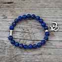 Om - lapis lazuli karkötő, Ékszer, Karkötő, A lapis lazuli gyorsan oldja a stresszt, mély békességet biztosít. Hatalmas nyugalom jellemző rá, és..., Meska