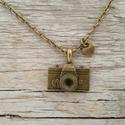 AKCIÓ - Vintage fényképezőgép nyaklánc, Ékszer, Nyaklánc, Vintage nyaklánc fényképező medállal és pici szivecske medállal.  Medál mérete: 2 cm Nyaklánc hossza..., Meska