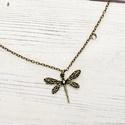 Forest of the Dragonfly - vintage charm nyaklánc, Ékszer, Nyaklánc, Vintage szitakötővel díszített lánc.  A szitakötők visszatükrözik és felhasználják a napsugarat és a..., Meska