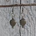 AKCIÓ - Fly away - vintage hőlégballon fülbvaló, Ékszer, Fülbevaló, Készen állsz a kalandra? :) Vintage fülbevaló hőlégballonnal.  Hőlégballon mérete: 1,5 cm Fülbevaló ..., Meska