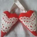 Kötődő szívpár, Esküvő, Esküvői dekoráció, Nászajándék, Két egyforma szívből álló pár. Anyaga gépi kötött akril, színe természetesen piros, mérete pedig egy..., Meska