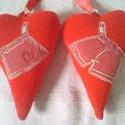 Kötődő szívpár: 1 szoknya 1 nadrág, Esküvő, Esküvői dekoráció, Nászajándék, Két szívből álló pár. Az egyikre egy szoknya, a másikra egy nadrág mintát varrtam fel. Anyaga gépi k..., Meska