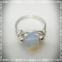 Opalit gyűrű, Nikkelmentes ezüstözött drótból és 8mm-es op...