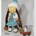 Waldorf jellegű baba - Irina, Játék, Baba, babaház, Irina baba 38cm magas ,horgolt sapkát és kötött sálat visel, alatta a haja fésülhető,. Teste puha, m..., Meska