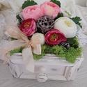 fiókos asztali dísz, Húsvéti díszek, Otthon, lakberendezés, Dekoráció, Asztaldísz, 15*15 cm-es, 9 cm magas fiókot, festettem, koptattam és gyönyörű selyem virágokkal töltöttem..., Meska