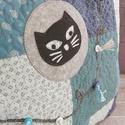 PÉNTEK 13 - patchwork párna, Dekoráció, Otthon, lakberendezés, Lakástextil, Párna, Imádom a táskák maradék anyagait rakosgatni, színben,minták szerint csoportosítani. Ezekből készülte..., Meska