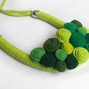 Zsenge zöld. Textil nyaklánc, Ékszer, óra, Nyaklánc, Ékszerkészítés, Újrahasznosított alapanyagból készült termékek, Igenis, hogy van tavasz, higgyétek el, legalábbis nekem a színeiben él és virul ez a gyönyörű évsza..., Meska