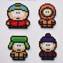 South Park hűtőmágnes készlet (4 db), Férfiaknak, Otthon & lakás, Legénylakás, Dekoráció, South Park főszereplőkből álló hűtőmágnes készlet.  Stan, Kyle, Kenny és persze Cartman elmaradhatat..., Meska
