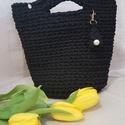 Little black-Fekete kistáska, Táska & Tok, Kézitáska & válltáska, Horgolás, Zsinórfonalból készült táska, magassága 21 cm + a fülrész, szélessége 25 cm., Meska