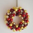 Karácsonyi ajtódísz gömbökkel, Dekoráció, Ünnepi dekoráció, Mindenmás, Pici, csillogó gömbökből készült, ünnepi dekoráció, arany, sárga, piros és bordó színekkel, akasztó..., Meska