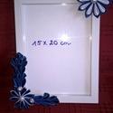 Képkeret kanzashi virágokkal, Dekoráció, Otthon, lakberendezés, Dísz, Képkeret, tükör, Mindenmás, 15*20 cm kép kerete. Készen vásárolt képkeretet díszítettem ki szaténszalagból varrt, saját készíté..., Meska