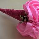 Szatén rózsacsokor, Dekoráció, Esküvő, Csokor, Esküvői csokor, Szaténszalagból készítettem 3 rózsát, amit sizaltölcsérbe tettem, díszítettem. A csokor ho..., Meska