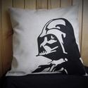 Darth Vader párna, Otthon, lakberendezés, Férfiaknak, Lakástextil, Legénylakás, Bézs színű vászon díszpárna saját tervezésű és készítésű lézervágott motívummal. A ..., Meska