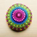Festett mandala - Mandalakő - Ajándék nőknek, férfiaknak, Kézzel festett színes mandalakő. 6 cm átmérő...