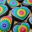 Mandala szív -Festett Mandalakő - Ajándék nőknek, férfiaknak - Painted mandala stone, Kézzel festett szív alakú mandalakő a csakrák...