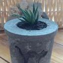 Beton virágtartó, növénnyel (macskás), Dekoráció, Kőfaragás, Betonból készült virágtartó (asztali dísz), macska mintával, élő növénnyel. Méretei: magassága (növ..., Meska