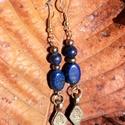 Lápisz lazuli fülbevaló távolkeleti függővel, Ékszer, Fülbevaló, A tibeti gyógyító Buddha sötétkék színét adó lápisz lazulival készítettem ezt a fülbevalót, melyhez ..., Meska
