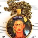 Frida, Ékszer, Medál, 25 mm átmérőjű lencsével bíró antikolt bronz színű medál hozzá illő lánccal., Meska