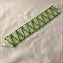 Zöld-kristály peyote gyöngykarkötő, Ékszer, Karkötő, Ékszerkészítés, Gyöngyfűzés, Eladó egy fényes zöld és kristály színű kásagyöngyökből készült karkötő. Cseh kásagyöngyökből készü..., Meska