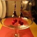 Piros szíves fülbevaló, Ékszer, Fülbevaló, Piros szívecskés gyöngyből,rosé arany sziromból készült ez a fülbevaló.Hossza: 5 cm. Piros..., Meska