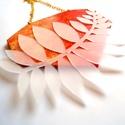 Fuvallat - piros-arany nyaklánc, Ékszer, Nyaklánc, Az idei őszi-téli kollekció legjellemzőbb vonása a légiesség. A levélformák és növényi sziluettek mi..., Meska