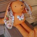 Narancssárga pöttyös nyuszi  szivecskével-szivárványsorozat, Baba-mama-gyerek, Játék, Dekoráció, Plüssállat, rongyjáték, Baba-és bábkészítés, Varrás, Vidám nyuszi készült, narancssárga pöttyös anyagból, a nyúl fülecskéjének betétje rózsamintás, a ha..., Meska