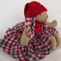 Kockás nyuszi piros sapival , Baba-mama-gyerek, Játék, Dekoráció, Plüssállat, rongyjáték, Baba-és bábkészítés, Varrás, Piros kockás ruhája-füle van ennek a nyuszinak, s rávarrott szivecskéje. Öltöztethető, szoknyája és..., Meska