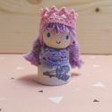 Levendula hercegnő, Baba-mama-gyerek, Játék, Fajáték, Játékfigura, Baba-és bábkészítés, Famegmunkálás, Mérete: 4,5 cm x 2 cm. A kiskirálylányok fából, csipkéből és pamutfonalból készülnek. Mindenki ráta..., Meska