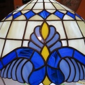Nagyméretű Tiffany lámpa csillár, Otthon, lakberendezés, Lámpa, Fali-, mennyezeti lámpa, Üvegművészet, Barokk stílusú csillár. Lámpaernyő átmérője 40 cm. Függesztő lánc hossza 100 cm., Meska