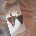 Modern fekete-piros fülbevaló , Háromszög alakú kerámia fülbevaló. Modern ha...
